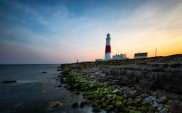 Farol litoral no por do sol Fotos de Stock Royalty Free