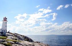 Farol na angra de Peggy, Nova Scotia imagens de stock royalty free