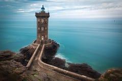 Farol na costa atlântica, Brittany, França Fotografia de Stock