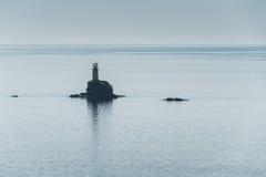 Farol na ilha Grécia de Andros Foto de Stock