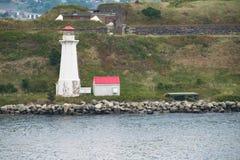 Farol na ilha perto de Halifax, Nova Scotia, Canadá imagem de stock royalty free