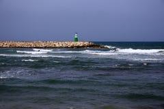 Farol na praia fotografia de stock