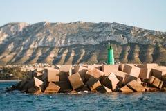 Farol nas rochas Foto de Stock Royalty Free