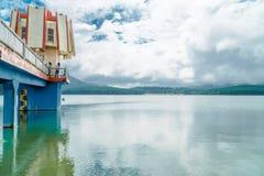 farol no lago Foto de Stock Royalty Free
