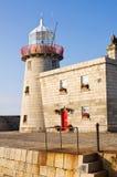 Farol no porto de Howth em Ireland imagem de stock royalty free
