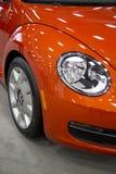 Farol novo alaranjado do carro de Volkswagen Fotos de Stock