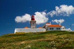 Farol o cabo de Cabo a Dinamarca Roca em Portugal Fotos de Stock Royalty Free