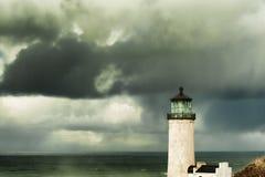Farol principal norte sob céus tormentosos imagem de stock