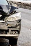 Farol quebrado do carro em um carro, em um close-up, em um reparo e em uma substitui??o pretos fotografia de stock royalty free