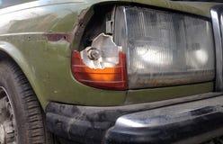 Resultado de imagem para farol do carro quebrado