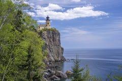 Farol rachado da rocha, o Lago Superior imagens de stock