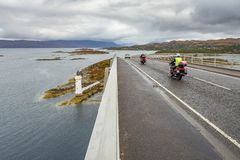 Farol sob a ilha da ponte de Skye fotografia de stock royalty free