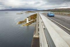Farol sob a ilha da ponte de Skye imagem de stock royalty free