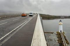 Farol sob a ilha da ponte de Skye fotografia de stock