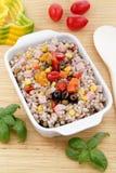 Farro Salat mit Gemüse lizenzfreies stockbild