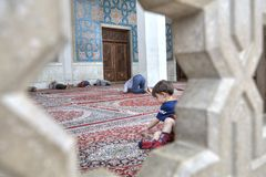 Iranian parishioners rest and pray in courtyard of mosque, Shira Royalty Free Stock Photography