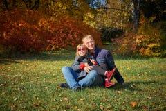 Farsalekar med hans dotter royaltyfria bilder
