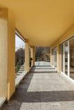 Farstubro av en modern byggnad royaltyfria foton