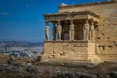 Farstubron av karyatiderna på Erechtheionen på akropolnollan royaltyfria bilder
