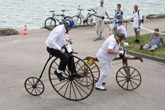 Farthing da moeda de um centavo e bicicleta antigos do impulso Imagem de Stock Royalty Free