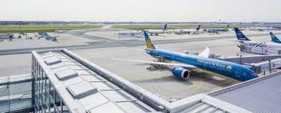 - 1, 2017 fartuch Frankfurt lotnisko FRANKFURT, NIEMCY, KWIECIEŃ - zdjęcie royalty free