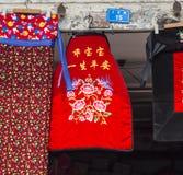 Fartuchy na sprzedaży w antycznym miasteczku, Chengdu, porcelana fotografia royalty free