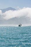 Fartyg över vatten Fotografering för Bildbyråer