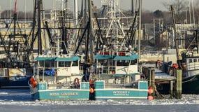 fartyg anslutat fiske Arkivbild
