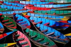 Fartyg av många färger arkivfoton