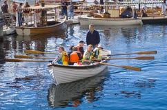 Fartyg för barn i rad Royaltyfria Bilder