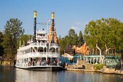 Fartyg för Disneyland flodkryssning royaltyfri fotografi