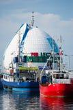 Fartyg för fiskare` s i porten av Hel Arkivfoton