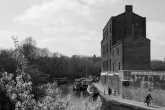 Fartyg för 14/04/2018 flod i London kanaler svart white Royaltyfri Foto