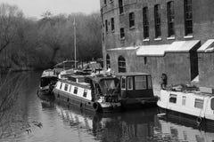 Fartyg för 14/04/2018 flod i London kanaler svart white Royaltyfri Fotografi