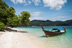 Fartyg för lång svans på den Ravi ön Arkivbild