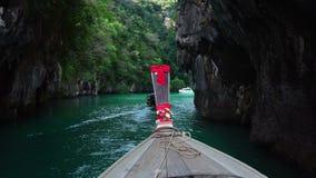 Fartyg för lång svans på laguna av Koh Hong Island arkivfilmer