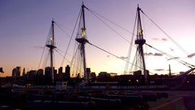 Fartyg för tre maskering i den Boston hamnen på skymning Royaltyfria Bilder