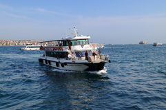Fartyg i Bosphorusen Royaltyfri Fotografi