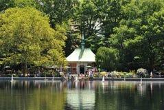Fartyg i Central Park Arkivbild
