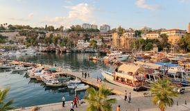 Fartyg i den Antalya hamnen, Turkiet Royaltyfria Bilder