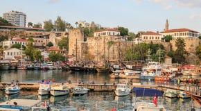 Fartyg i den Antalya hamnen, Turkiet Royaltyfria Foton