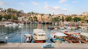 Fartyg i den Antalya hamnen, Turkiet Fotografering för Bildbyråer