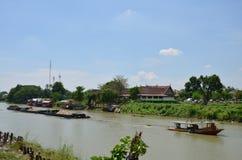 Fartyg i den Chao Phraya flodThailand kulturen Fotografering för Bildbyråer