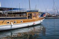 Fartyg i den Fethiye hamnen, Turkiet Royaltyfria Bilder