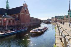 Fartyg i den Frederiksholms kanalen arkivfoton