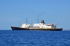 Fartyg i det hawaianska havet Arkivbilder