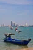 Fartyg i det Pattaya havet Royaltyfri Fotografi