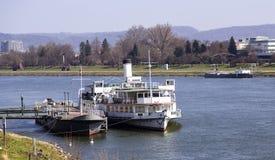 Fartyg i Donau Arkivbilder