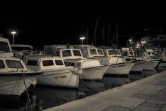 Fartyg i en port, sent - natt arkivfoton