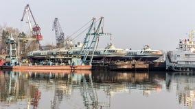 Fartyg i en skeppsvarv royaltyfria bilder